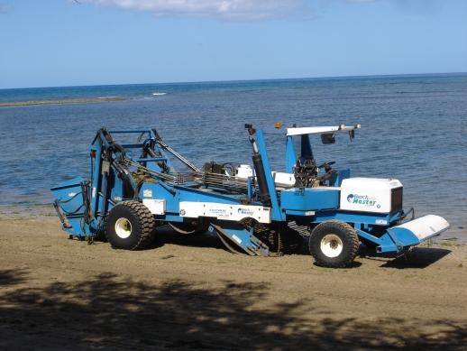 beachmaster-machine-clearing-limu-seaweed-in kihei-maui-hawaii